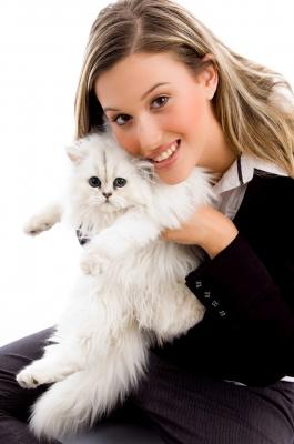 Младенец и кошка